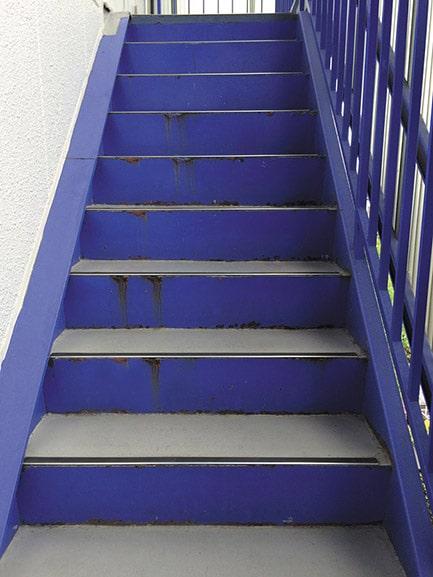 画像加工「錆びている階段」修正前